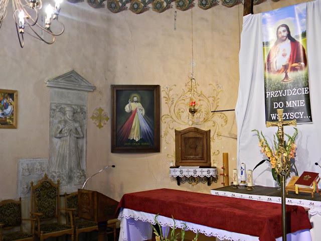 Tak wygląda miejsce na ołtarze w kościele w Studzieńcu.