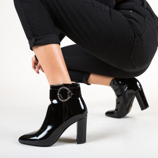 Botine negre elegante cu toc si accesoriu