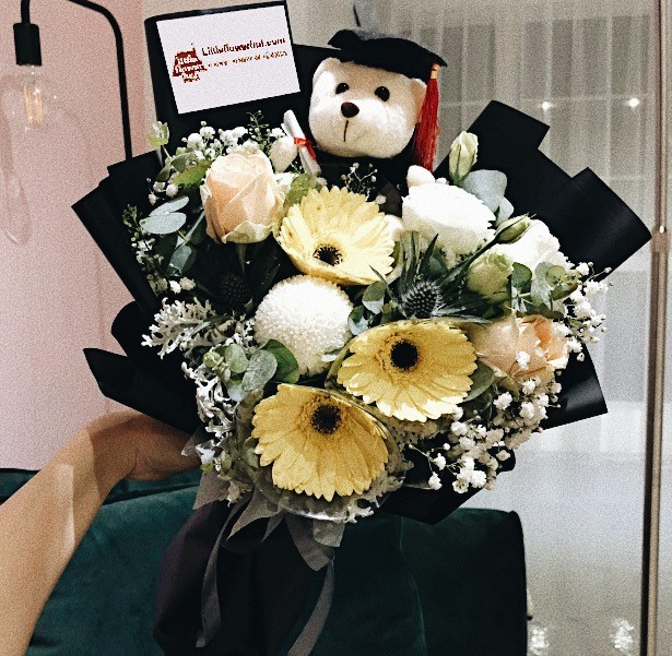 Beautiful Designs Of Bouquet For Graduation Flowers By Little