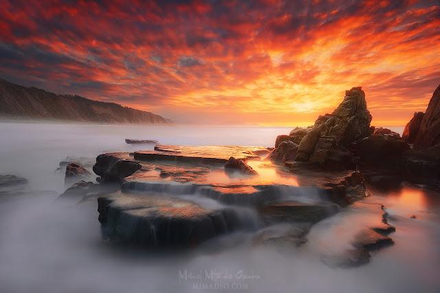 La roca de la playa de Azkorri