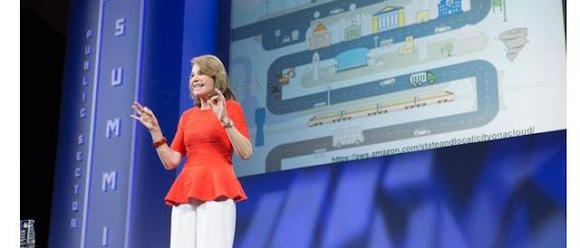 Executiva da Amazon dá dicas para mulheres que querem trabalhar com tecnologia.