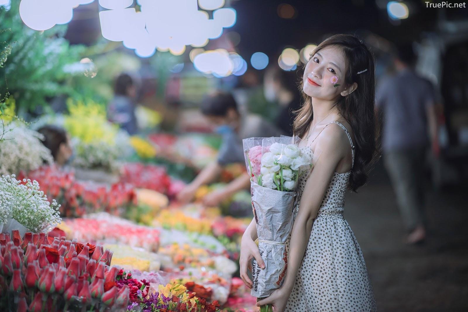 Vietnamese Hot Girl Linh Hoai - Strolling on the flower street - TruePic.net - Picture 3