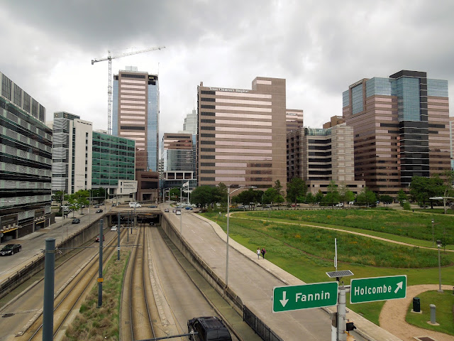 Fannin underpass at Holcobme - Texas Medical Center