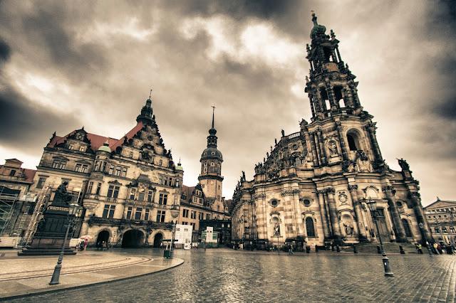 Katholiske Hofkirke-Schlossplatz-Dresda