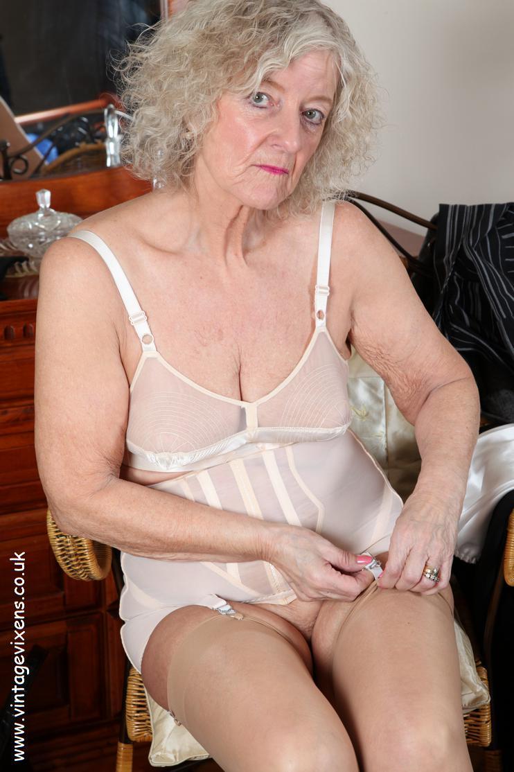 Mature Ladies Porn Photos