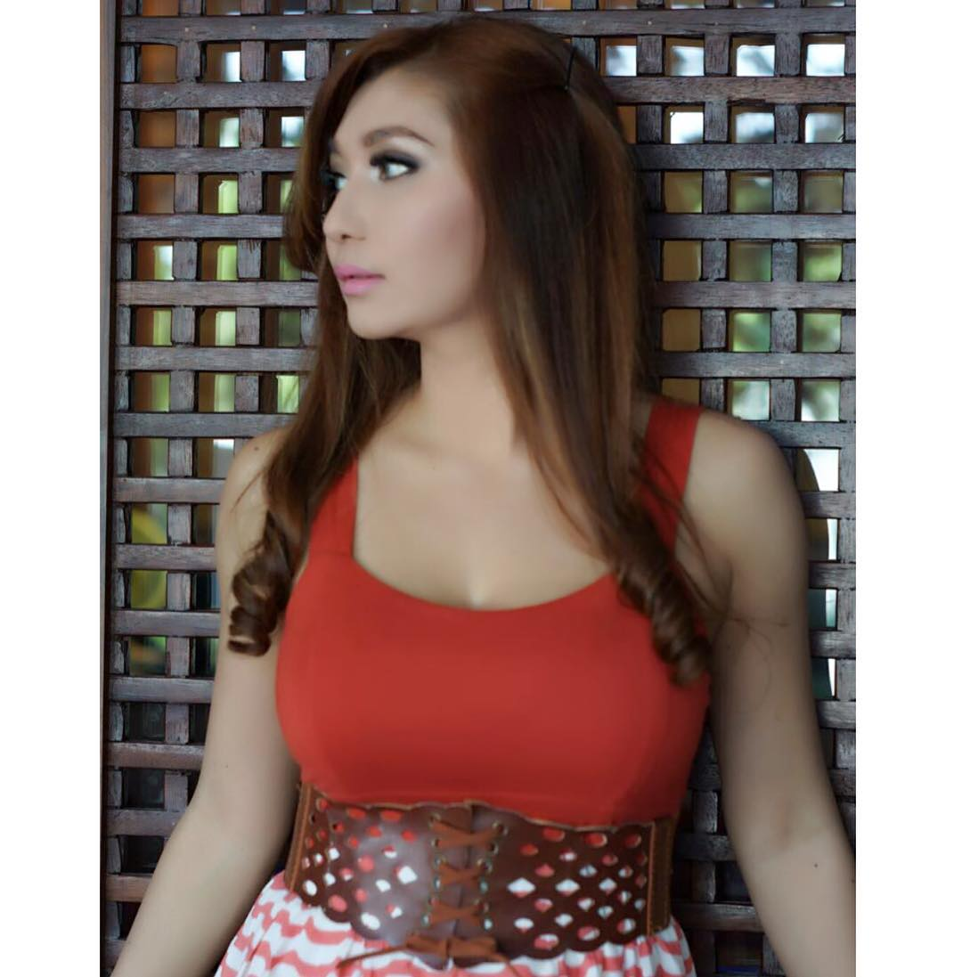 Foto Model Indonesia Dengan Body Sexy