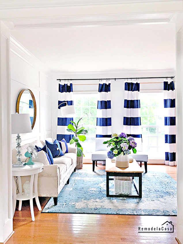 Living room dressed for summer in white and navy blue
