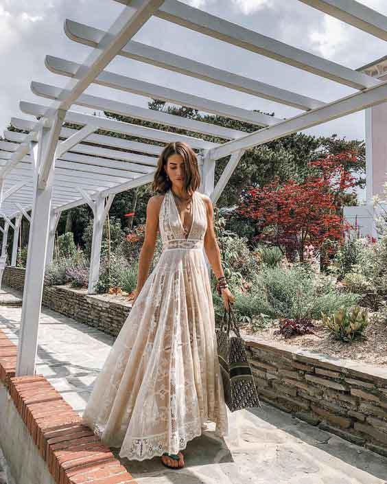 Camila coelho vestindo vestido longo de renda estilo boho