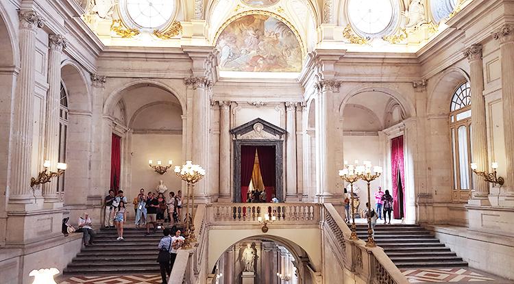 Intérieur du palais royal à Madrid