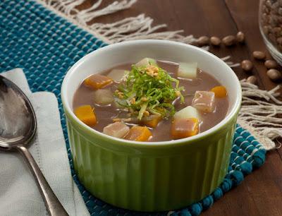 Sopa de Feijão, Batata, Abóbora e Escarola (vegana)