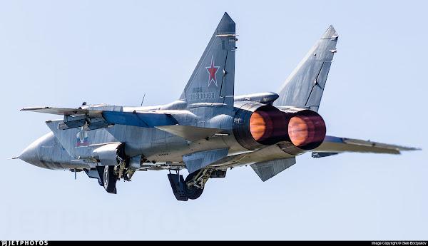 Δείτε το MiG-31BM να φτάνει στη στρατόσφαιρα – Βίντεο μέσα από το πιλοτήριο