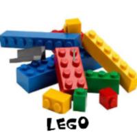 http://manualidadesreciclajes.blogspot.com/2017/11/manualidades-con-piezas-lego.html