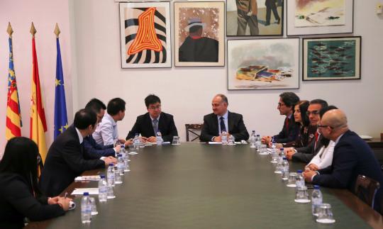 Calabuig se reúne con una delegación de la provincia china de Shandong para explorar vías de colaboración educativa y tecnológica