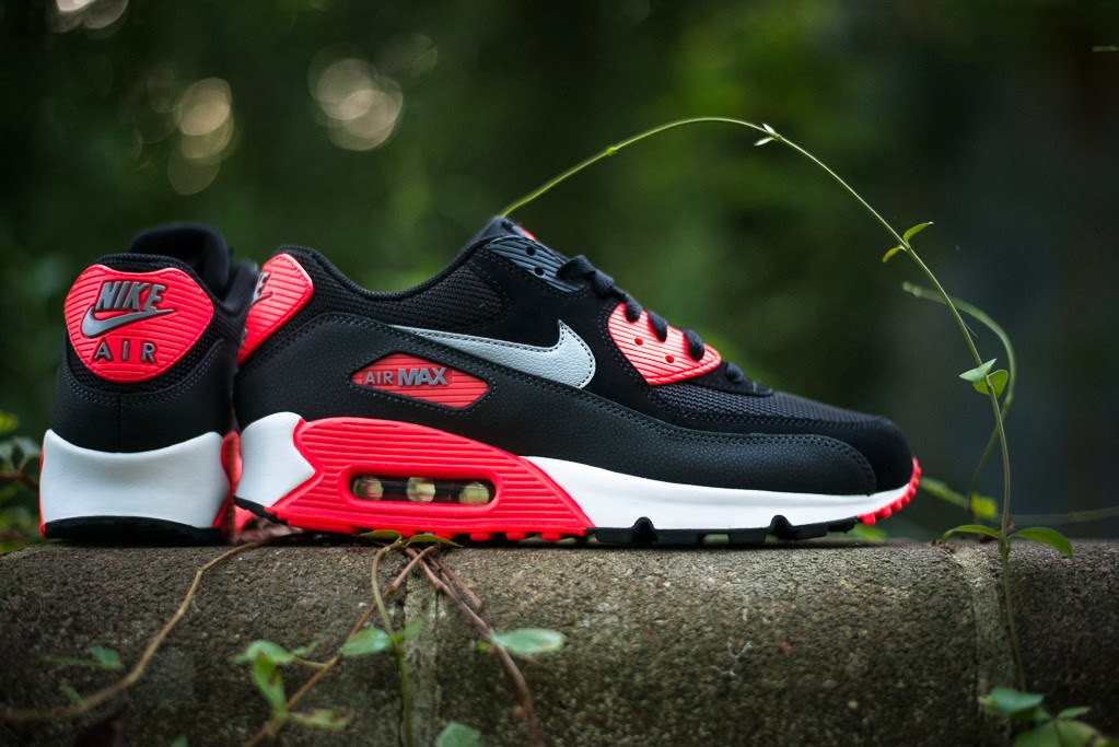 9f020fca9020 Nike s quintessential black-and-red palette is again the order of the day