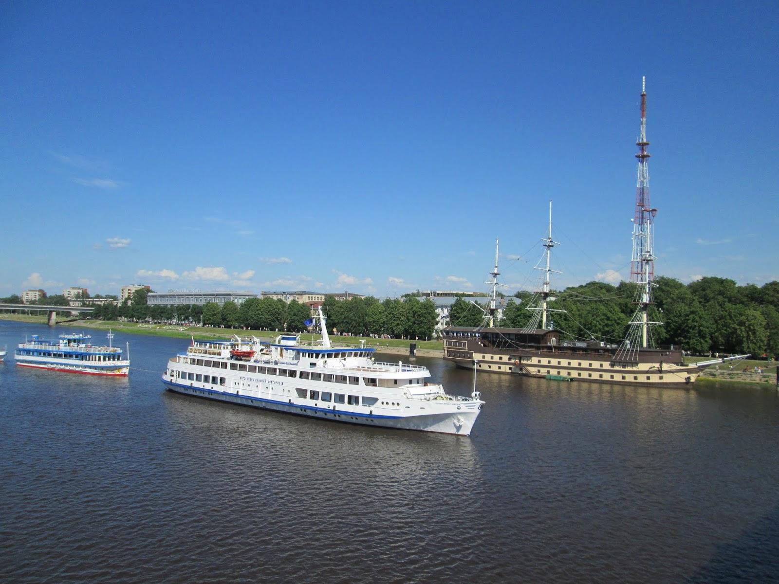 Теплоход Господин Великий Новгород