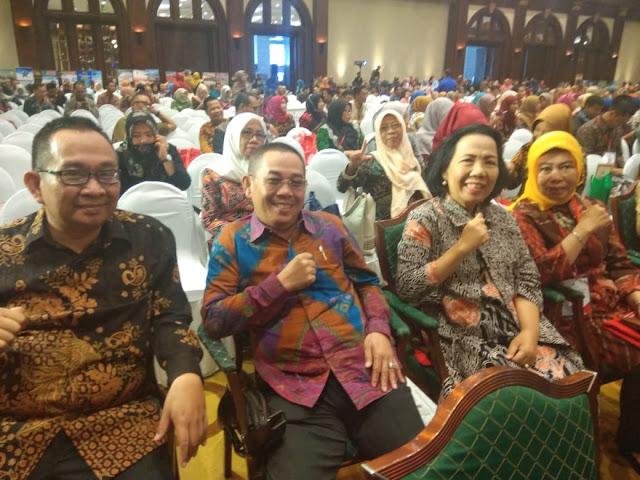 Viral Petang (25/02/2020) JAKARTA – Kepala Dinas Perpustakaan dan Kearsipan Provinsi Lampung Ferynia dan beberapa Kadis Perpustakaan dan Kearsipan Kabupaten/Kota se - Provinsi Lampung menghadiri Rapat Koordinasi Nasional Bidang Perpustakaan Tahun 2020,  yang dilaksanakan di Ballroom Birawa Hotel Bidakara, Jakarta Selatan pada tanggal 24-27 Februari 2020.