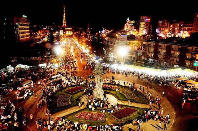 Top 10 popular night markets in Vietnam 5