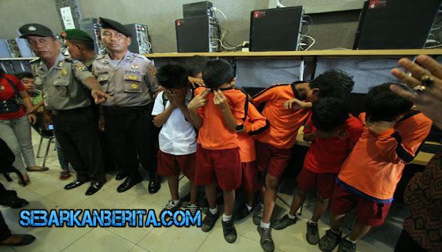 Miris , 7 Bocah Diamankan Polisi Karena Kedapatan Buka Situs Porno di Warnet.