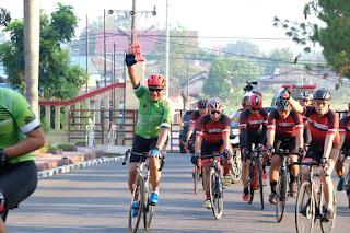 Suasana Subuh , Kapolda Sumut Bersama Wakapolda Sumut Pantau Kabtibmas Menggunakan Sepeda .