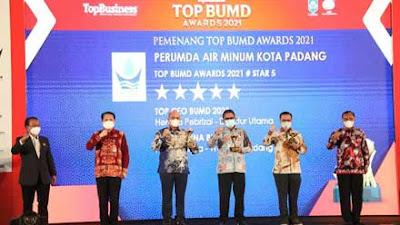 Mantap! Wako Padang Hendri Septa dan Dirut Perumda AM Raih Penghargaan di TOP BUMD Awards 2021
