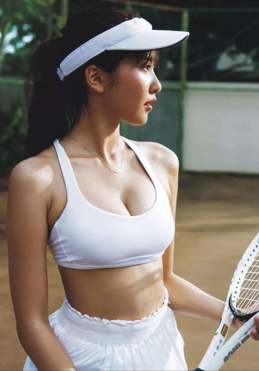 테니스 치는 여자의 매력 - 디쁠