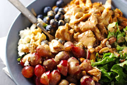 ★★★★★   rainbow chicken salad with almond honey mustard dressing