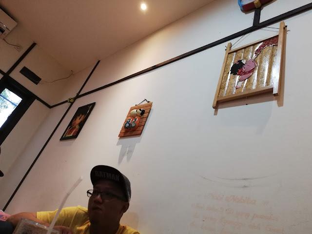 PERCUTIAN BANDUNG DAY 2 : MAKAN DI D'MONERS RESTORAN DORAEMON BANDUNG INDONESIA. Selesai ke The Lodge Maribaya dan Farmhouse dari kawasan luar bandar Bandung, Lembang. Kami meneruskan perjalanan kami, jalan-jalan di sekitar Bandung di kawasan Bandar pula. As per our itinerary, untuk hari kedua ni hanya 2 tempat di kawasan Lembang dan sebelum menuju balik ke kawasan hotel (Bandar Bandung). Kita jalan-jalan terlebih dahulu di kawasan Bandar Bandung. Oleh kerana kami tak ada proper lunch lagi, kami decide bawa anak-anak makan di restoran Kid's Friendly iaitu MAKAN DI D'MONERS RESTORAN DORAEMON BANDUNG INDONESIA    Day 2, part 2 : http://www.azlindaalin.com/2019/02/percutian-bandung-day-2-ke-farmhouse-lembang.html    Day 2, part 1 : http://www.azlindaalin.com/2019/02/percutian-bandung-day-2-lodge-maribaya.html    PERCUTIAN BANDUNG DAY 2 : MAKAN DI D'MONERS RESTORAN DORAEMON BANDUNG INDONESIA       MAKAN DI D'MONERS RESTORAN DORAEMON BANDUNG INDONESIA. Mummy as usual lak tak nak makan berat sangat. Sebab ada berapa tempat lagi kami nak pi hari ini. Ni baru tempat ketiga untuk hari kedua di Bandung !   Kami memilih untuk makan di tingkat atas, sebab anak-anak boleh bermain . Di tingkat atas ini, tak boleh memakai kasut atasu selipar. Dan mejanya di susun seperti cara negara Jepun.   Tempat cas hand phone juga di sediakan !      Daim suka naulah duduk atas meja. excited nampak Doraemon    MENU MAKAN DI D'MONERS RESTORAN DORAEMON BANDUNG INDONESIA        Both of them makan iaskrim - MAKAN DI D'MONERS RESTORAN DORAEMON BANDUNG INDONESIA   Untuk menu makan DI D'MONERS RESTORAN DORAEMON BANDUNG INDONESIA kami tak irder banyak menu sangat. Pilih mana yang anak boleh makan je. Bebudak tu, makan boleh tahan memeilihnya. Kalau order benda yang pelik kang tak makan pulak !      Nasi goreng tak pedas - MAKAN DI D'MONERS RESTORAN DORAEMON BANDUNG INDONESIA        Fries set - MAKAN DI D'MONERS RESTORAN DORAEMON BANDUNG INDONESIA     Omerice Bell Curry untuk daddy - MAKAN DI D'MONERS R