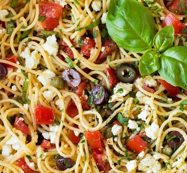 Garlicky Greek Spaghetti Toss #dinner #simplerecipe