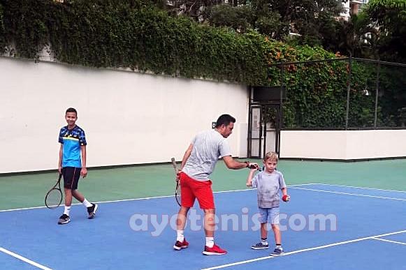 Kapan Usia Ideal Anak untuk Mulai Mengenal dan Berlatih Tenis?