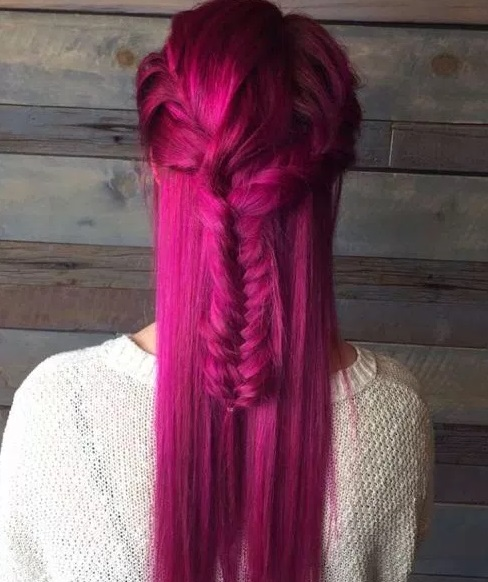 potongan rambut kepang dicat merah