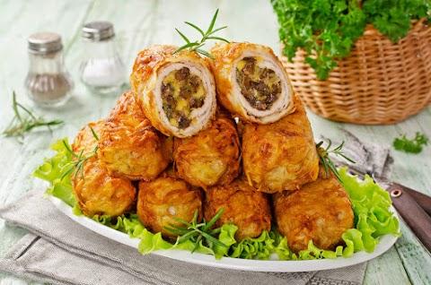 Ropogós krumplibundában sült, töltött csirkemell: különleges, de nem macerás