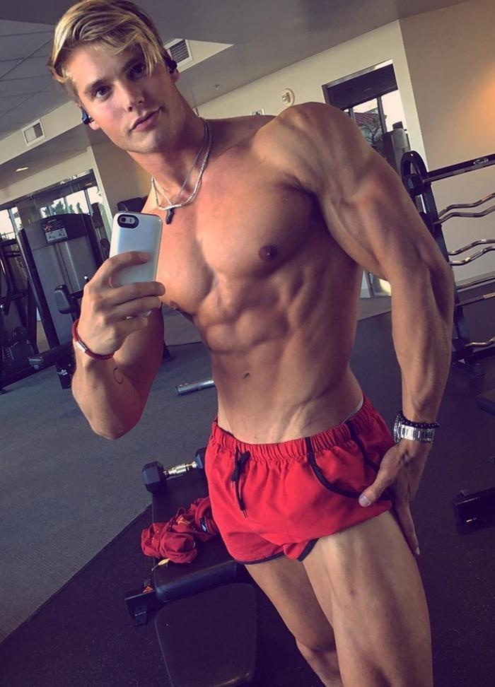 shirtless-blond-muscle-gym-bro-gains-selfie-douchebag-look-dude