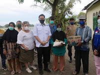 Wabup Adlin Tambunan Kunjungi Korban Angin Puting Beliung Sekaligus Serahkan Bantuan