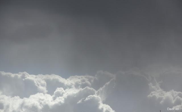 Nuages d'orage et pluie