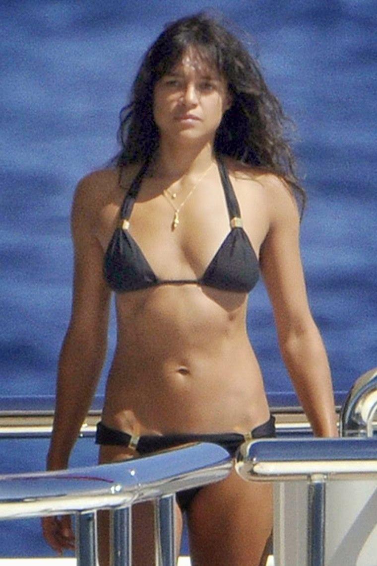 Retro Bikini: YouTube! Michelle Rodriguez Shaky Her Bikini