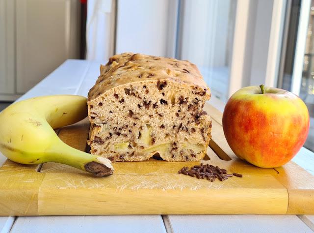 Rezept: Schneller Apfel-Banane-Schoko-Kuchen ohne Zucker. Ich zeige Euch auf Küstenkidsunterwegs Zutaten + Zubereitung des saftigen Kuchens aus der Kastenform, der keinen extra Zucker und keine Hefe braucht.