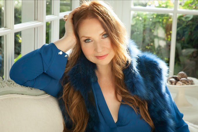 "Judith Owen pubblica la versione jazz di ""(What is God Was) One of Us"" per celebrare la Pasqua"