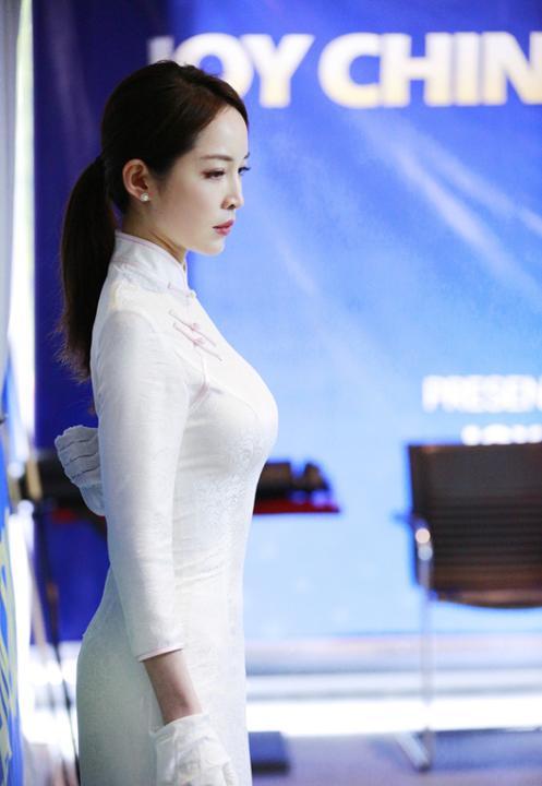 Thời đại hot girl, đến trọng tài bida cũng xinh như minh tinh: Thế này thì tuyển thủ mất tập trung hết!