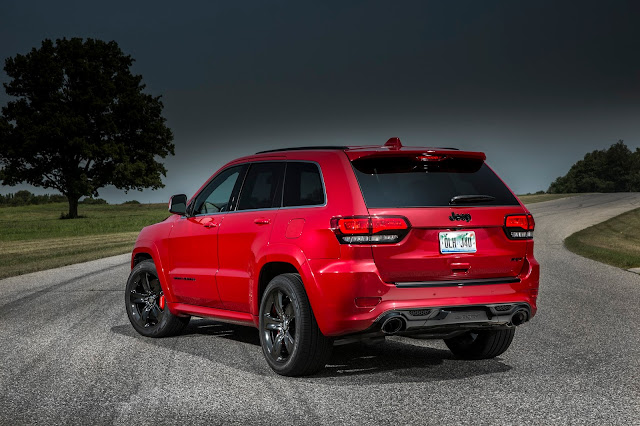 Rear 3/4 view of 2017 Jeep Grand Cherokee SRT