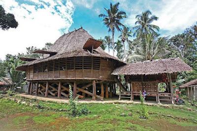 Indonesia populer dengan budbahasa istiadatnya yang masih menempel berpengaruh dalam kehidupan masyar Rumah-rumah Adat di Pulau Sumatra