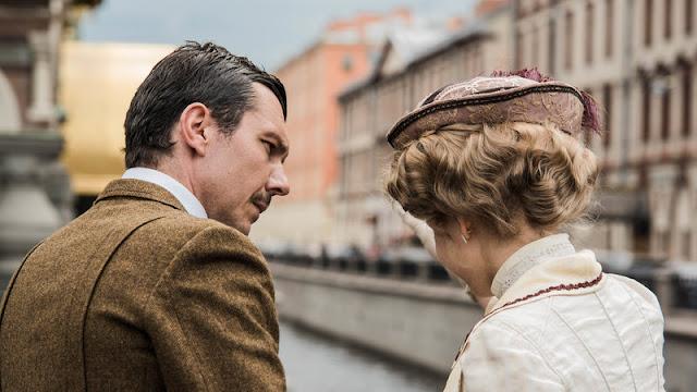 Εικόνα των ηθοποιών της σειράς «Το Κόκκινο Ποτάμι» από τα γυρίσματα στην Αγία Πετρούπολη