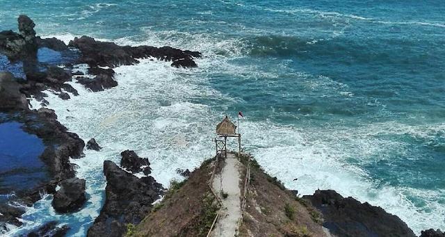 pemandangan-di-pantai-siung