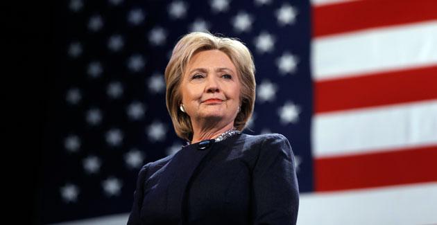 El pasado persigue a Hillary Clinton y empaña su promesa de victoria histórica