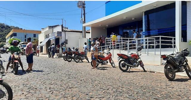 Mulher é baleada na perna após ter sua bolsa tomada de assalto na porta da Caixa Econômica em São João dos Patos