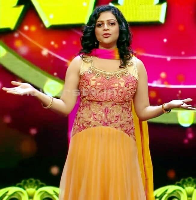 Veena Nair Tv Anchor: Comedy Super Nite Anchor Aswathi Latest Hot Photos