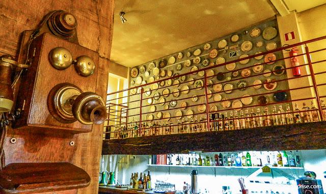 Bar no Pátio Libertas, em Tiradentes, Minas Gerais