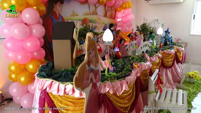 Decoração de aniversário A Bela Adormecida - Mesa de festa decorada