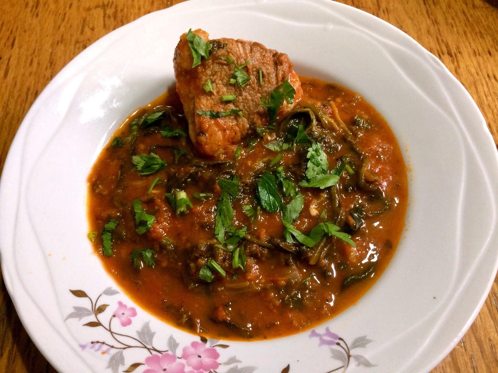 Mâncare cu spanac și carne de porc