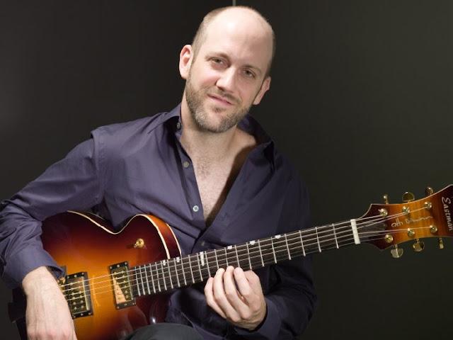 7 Gitaris Fingerstyle Terbaik Mendunia