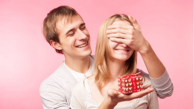 cara-memberi-surprise-kepada-pasangan-kamu